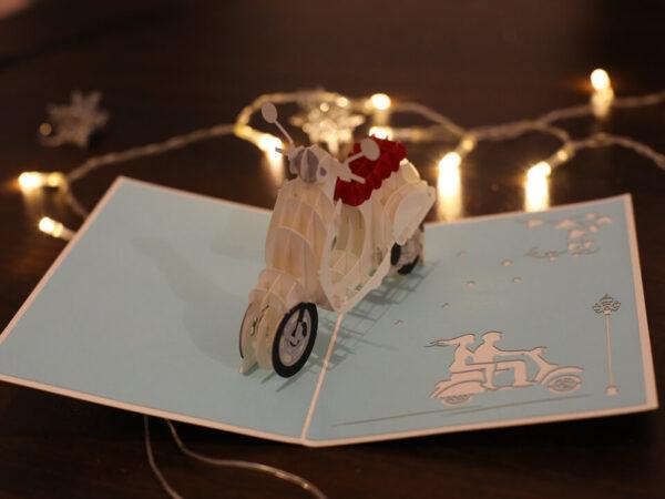 Vespa-carte Pop Up 3D chez cartepopup.com